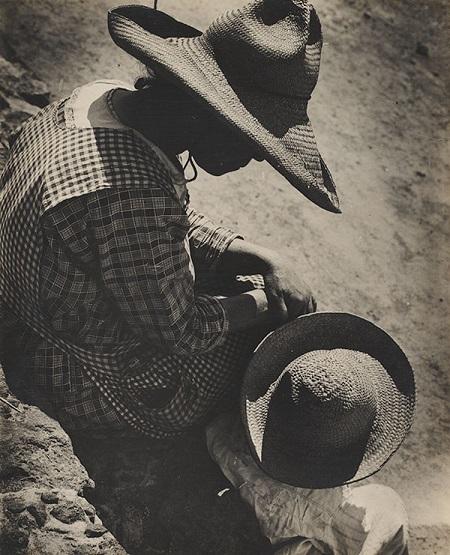 """Photo by Anton Bruehl, """"Tomando el sol, San Juan Teotihuacan"""" - Sunbathing, San Juan Teotihuacan - 1932"""