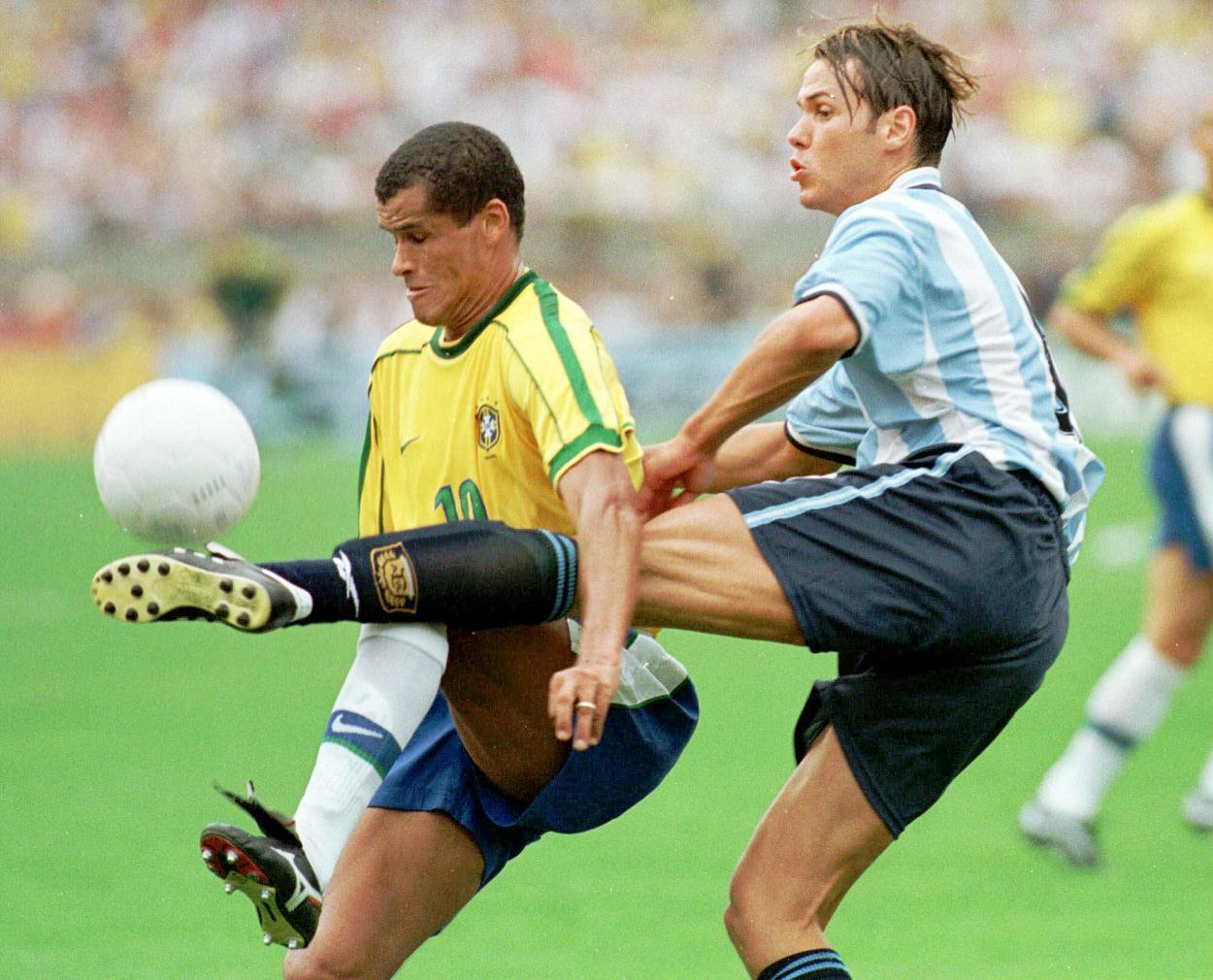 Futebol Nostálgico  Brasil x Argentina 1999 955a1b504fe75