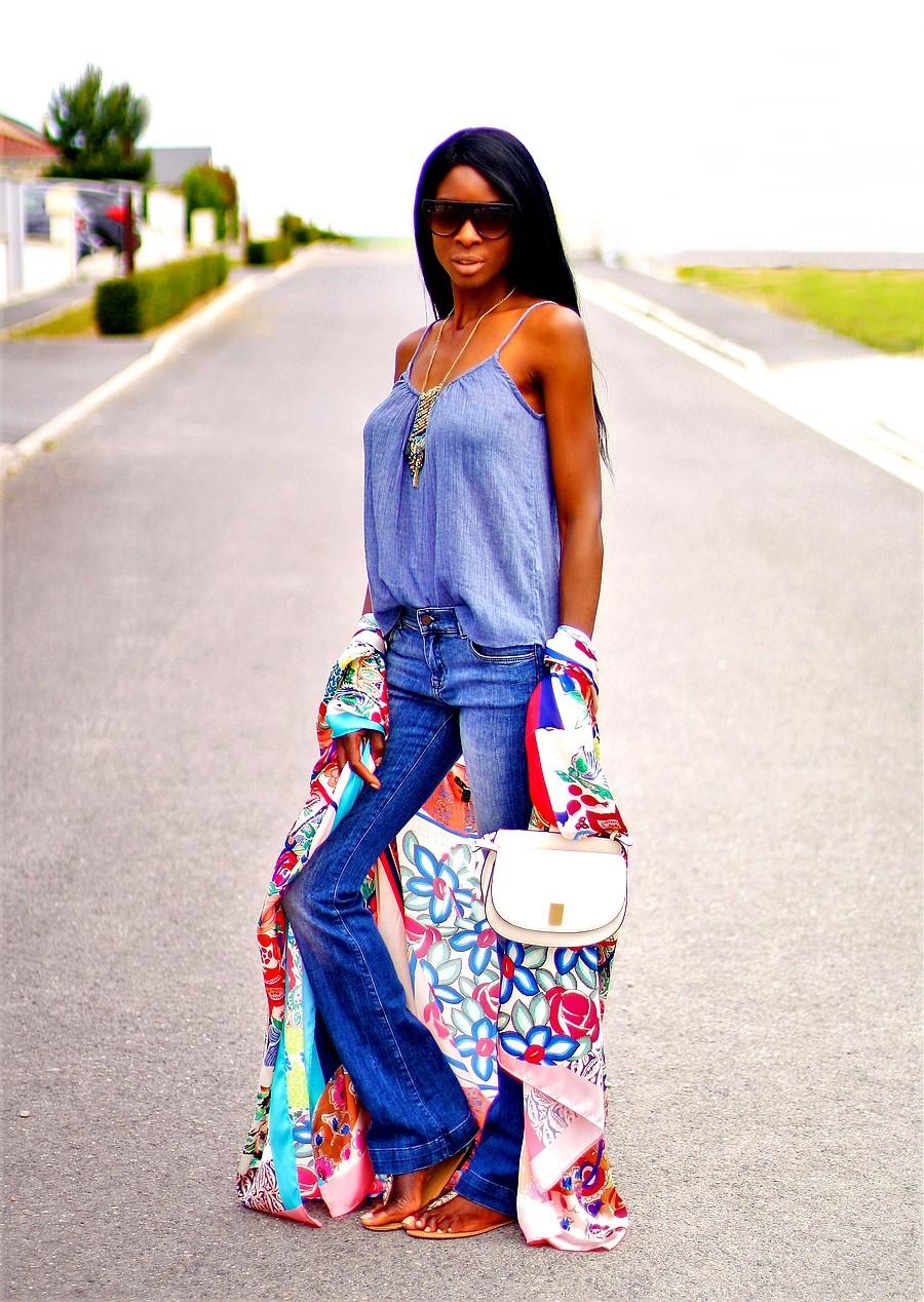 jeans-flare-kimono-foulard-imprimé-fleurs-sac-mango-anse-metal