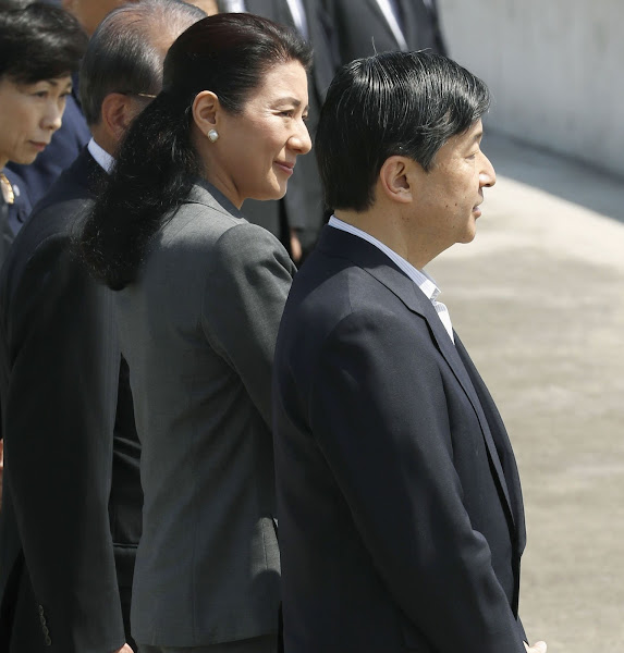Crown Prince Naruhito and Crown Princess Masako visited Miyako City for tsunami disaster