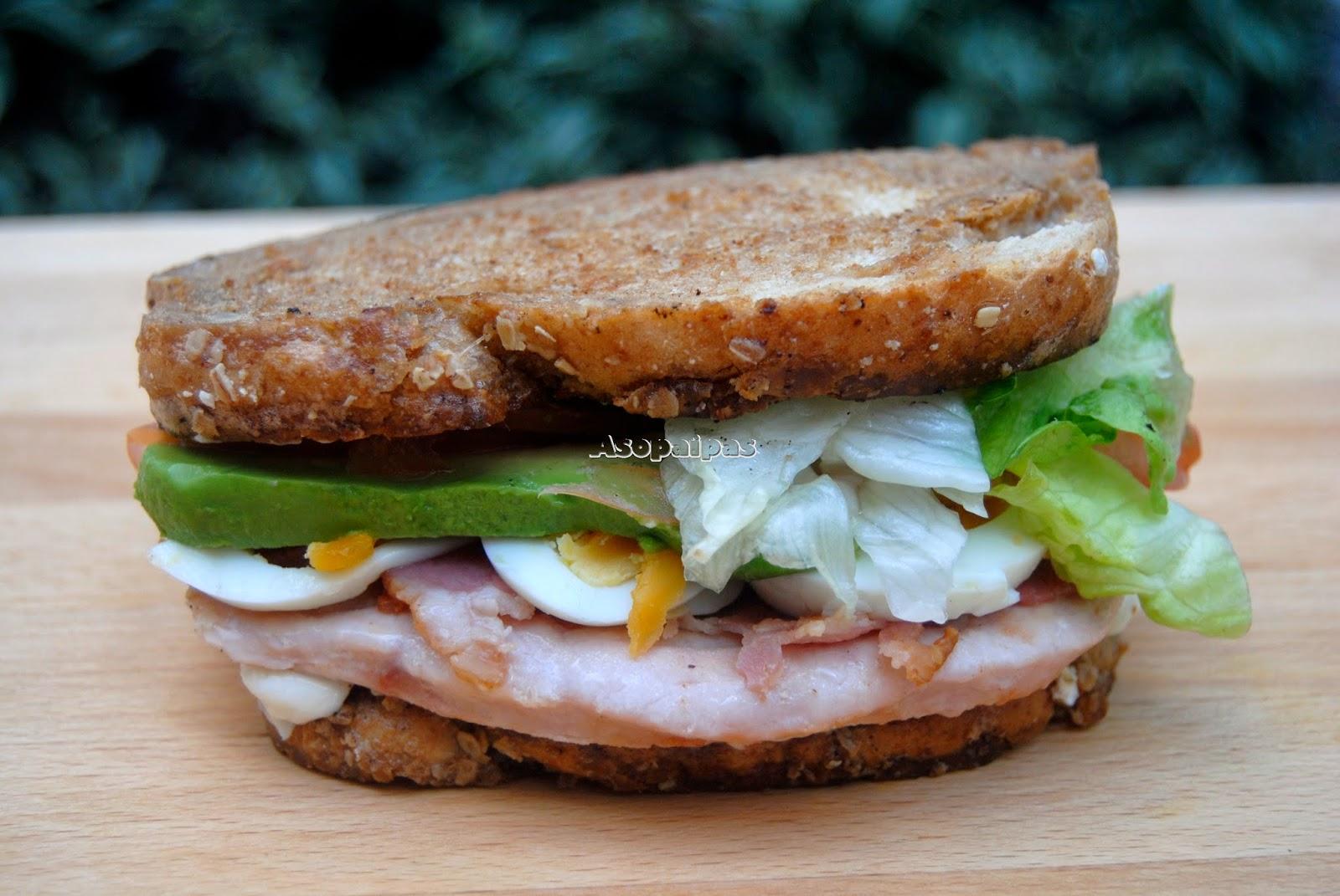 Sándwich de Pavo con Bacón y Aguacate
