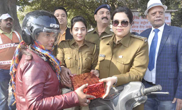 Women who followed traffic rules were awarded at Neelam Chowk