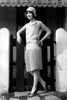 http://lakaysha.blogspot.com/2016/06/fashion-of-american-women-1900-2000.html