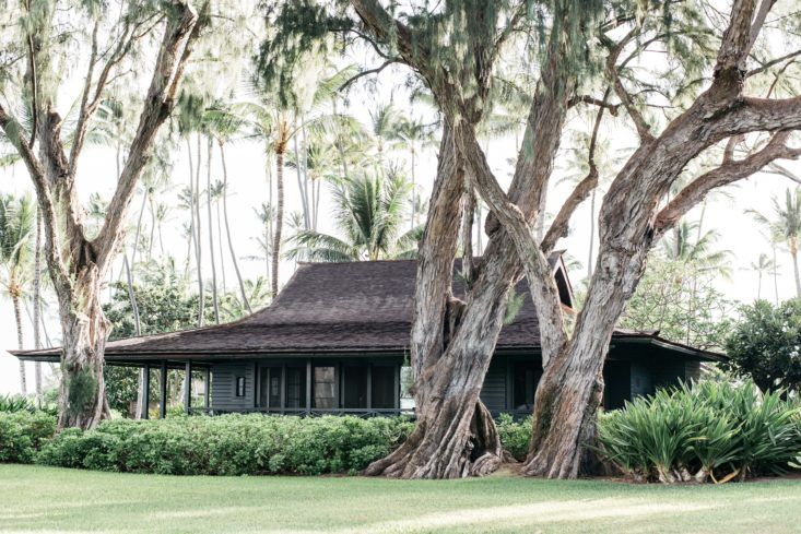 Exterior of beautiful oceanfront cottage on Maui - found on Hello Lovely Studio