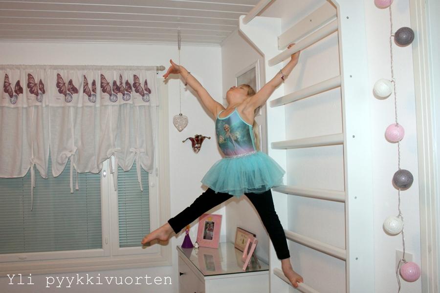 Suomen Voimistelutuote, puolapuut, renkaat, voimistelurenkaat, lasten liikkuminen, jumppa, voimistelu, arkiliikunta,