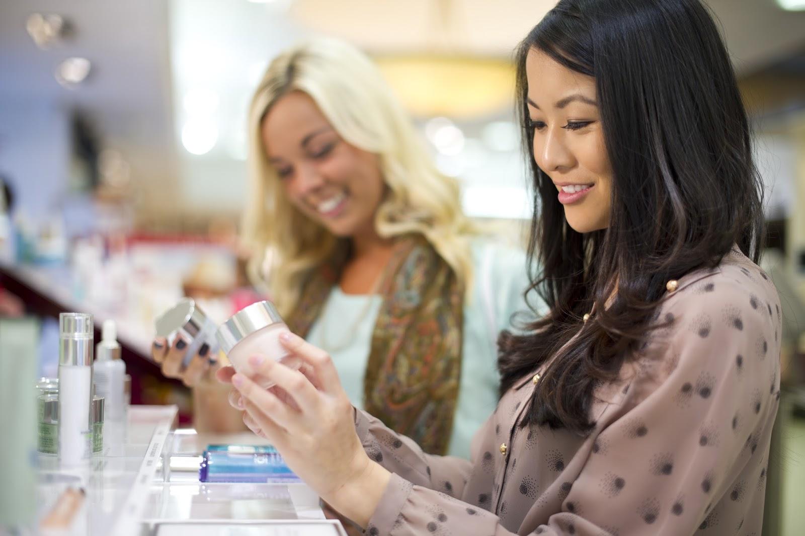 comprare cosmetici in farmacia o profumeria
