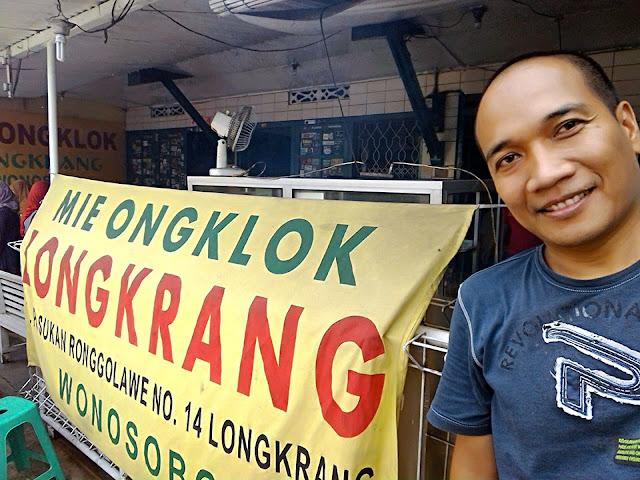 Selfie di depan Mie Ongklok Longkrang Wonosobo