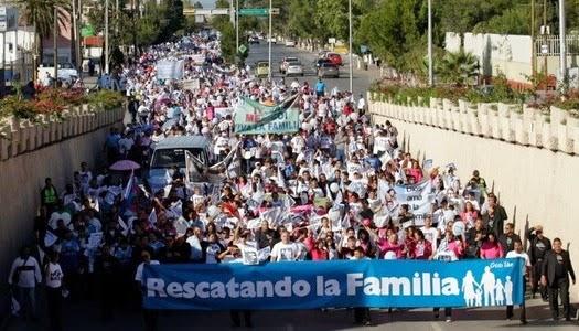 Cristianos marchan contra matrimonio gay en Coahuila