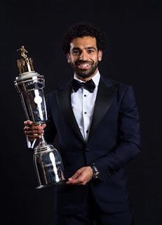 الرئيس عبد الفتاح السيسي، يهنئ محمد صلاح علي جائزة أفضل لاعب في موسم 2017-2018 في إنجلترا