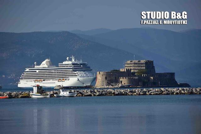 SEVEN SEAS EXPLORER: Παρθενικό ταξίδι στο Ναύπλιο για το ολοκαίνουργιο και πιο πολυτελές κρουαζιερόπλοιο στον κόσμο (βίντεο)