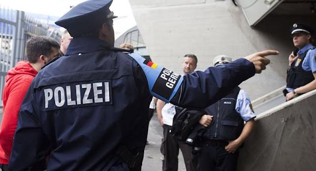 رجل شرطة ألماني يطلق النار على لاجئ سوري والسبب .؟