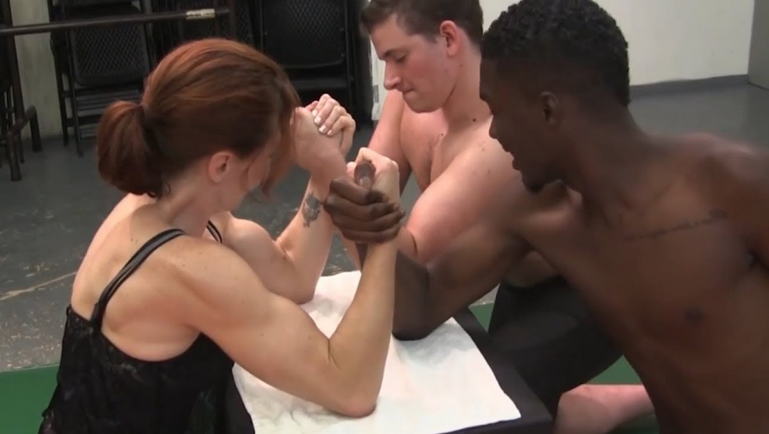Strong Bodybuilders Woman first round and second round By Armwrestling