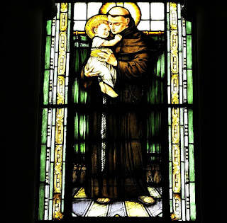 Vitral de Santo Antônio com o Menino Jesus: Igreja das Dores, Santa Maria (RS)