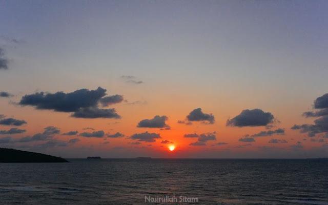 Pemandangan kala pagi dari pantai Annora