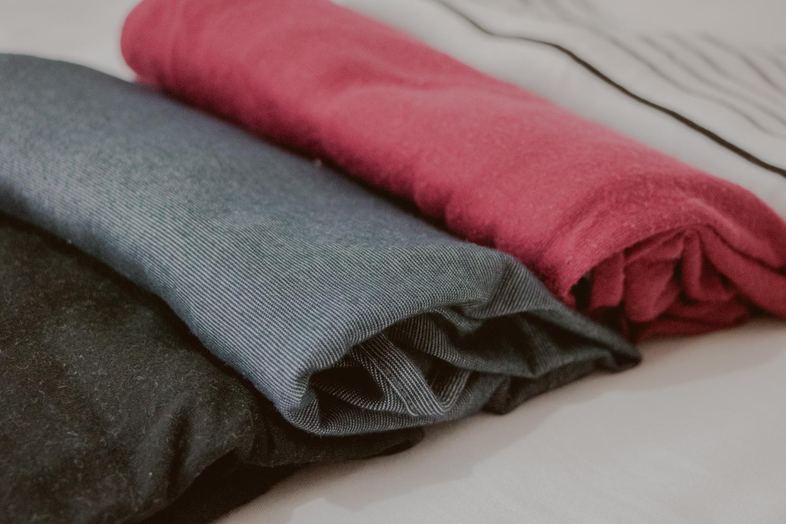 peças de roupas diferentes cores