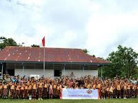 Pengabdian TNI di Kawasan Terpencil : Satgas Pamtas Yonif Para Raider 502 Kostrad  Berikan Bantuan Pendidikan