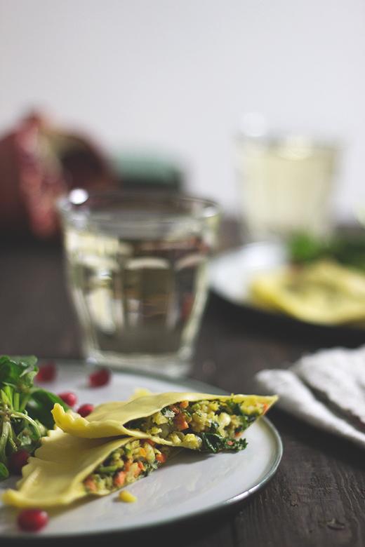 Rezept für selbstgemachte vegetarische Maultaschen mit Wintergemüse gefüllt. Topinambur, Pastinaken, Grünkohl. Holunderweg18