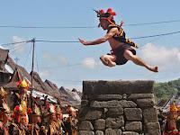Lompat Batu Membuktikan Keperkasaan Pria Indonesia Ada di Nias