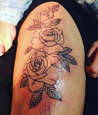 Tatuaje de rosas en la pierna