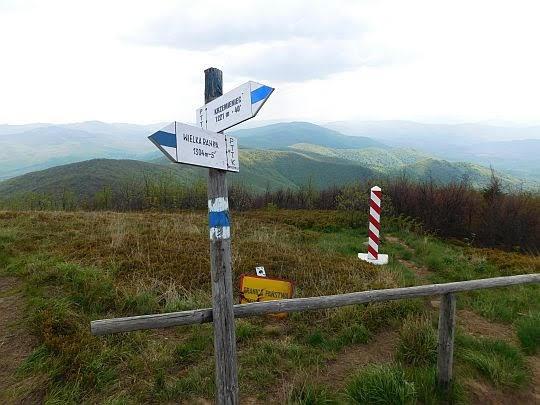 Drogowskaz przy granicy polsko-ukraińskiej.