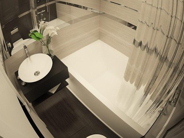 маленькая ванная комната с ванной и душем