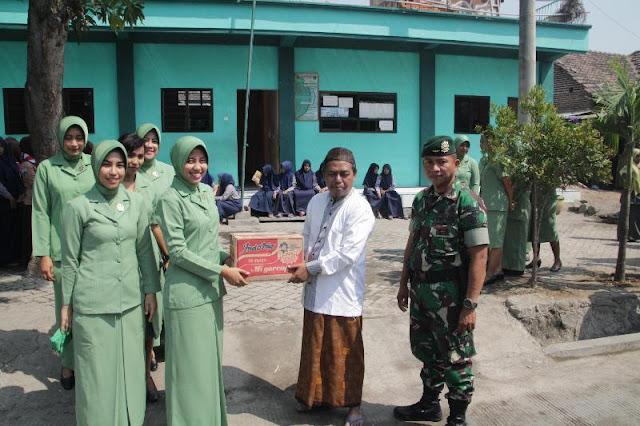 Sambut HUT Ke-73 TNI, Yonif Para Raider 503 Kostrad Anjangsana Ke Ponpes Yatim Piatu I'anatut Tholibin