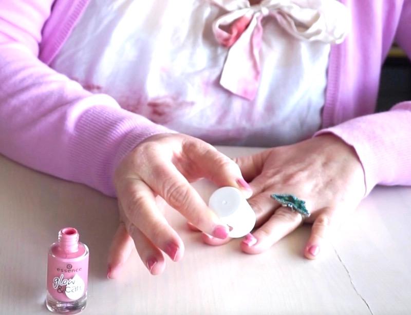 50 looks of lovet beauty kosmetik rosa nagellack mit glitzer topper tragen fashion 40. Black Bedroom Furniture Sets. Home Design Ideas