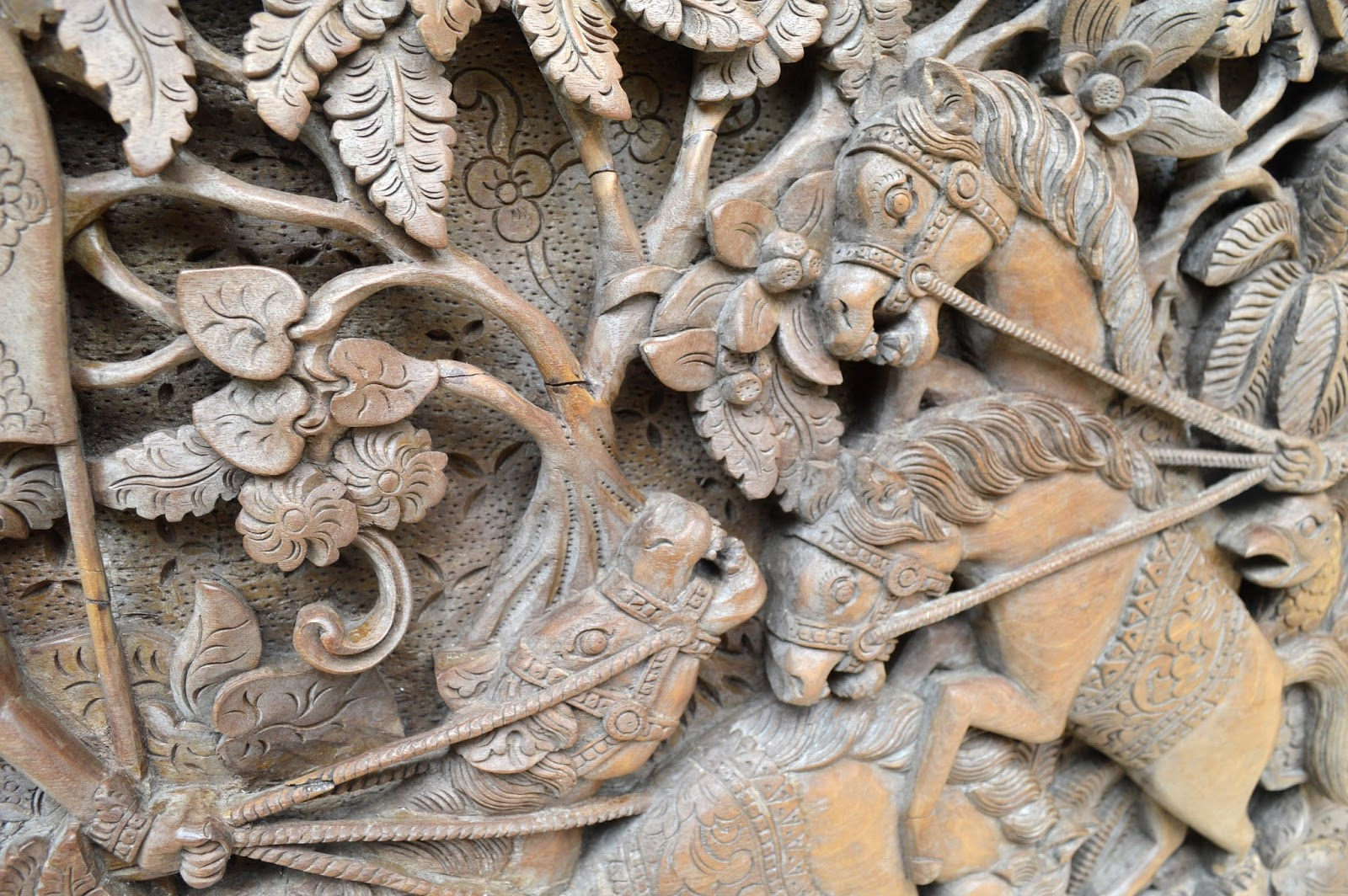 Inerviz art gallery vintage antique mahabharata relief