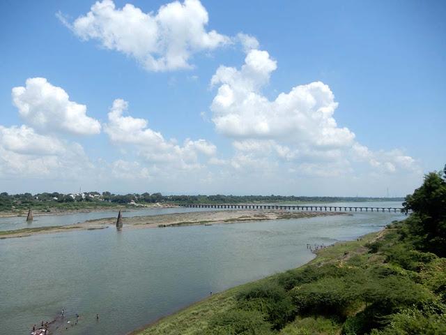 Narmada River near Maheshwar