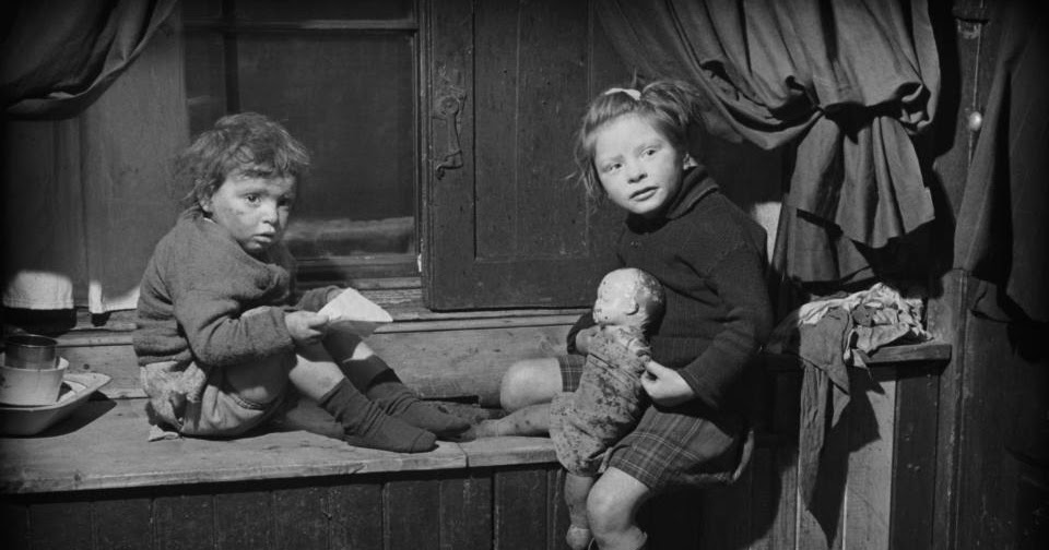 Glasgow Slum In The Late 1940s 22 Harrowing Photographs Capture Everyday Life Of Residents Of