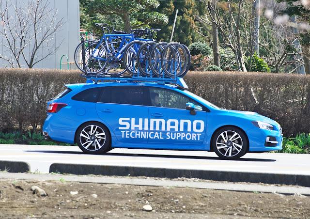 シマノのサポートカー スバル レヴォーグの写真