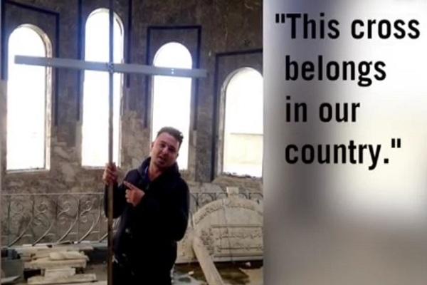 irakisk muslim lagde et kors for sende.