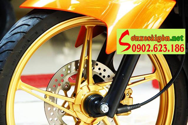 Exciter 2011 sơn cam đen bóng bẩy cùng dàn chân vàng đồng