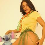 Andrea Rincon, Selena Spice Galeria 13: Hawaiana Camiseta Amarilla Foto 28