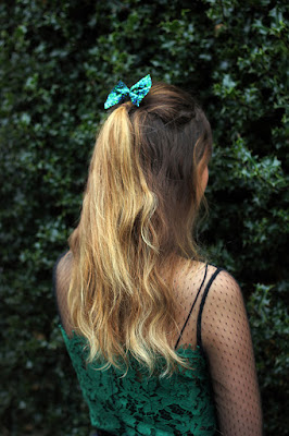 Green sparkly bow