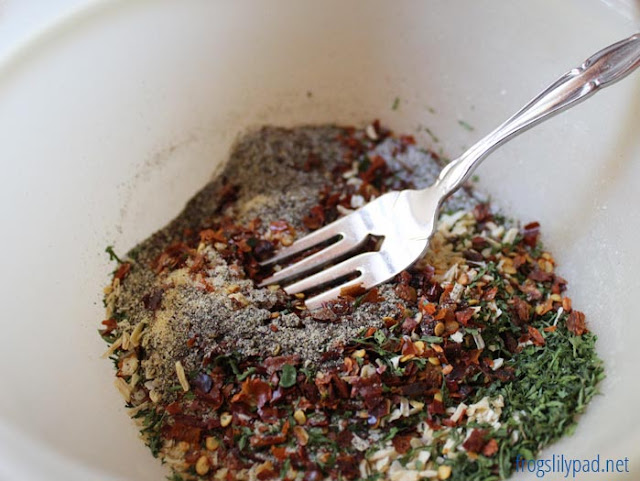 Homemade Salsa Dry Seasoning Mix - No Need to Buy a Prepackaged Envelope Any Longer. Make Your Own Mix and Know What Is In There. #recipe #salsa
