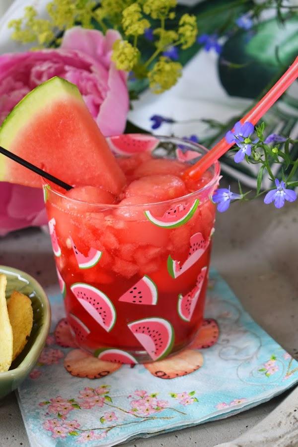 Syrlig vattenmelondrink