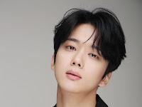 """Profil Dan Perjalanan Karir Yoo Young-Jae Pemeran Kim Hwan """"Mr.Queen"""""""