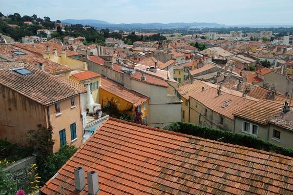 hyères var ville haute vieille médiéval moyen âge toits