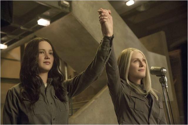 Jeniffer Lawrence y Julianne Moore en Los Juegos del Hambre: Sinsajo parte 1