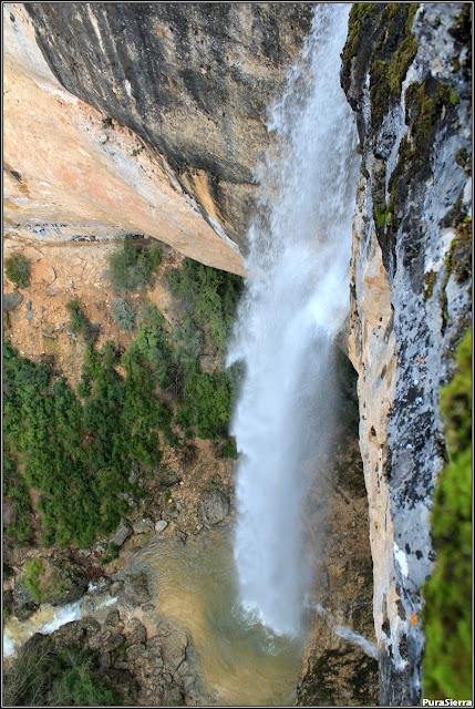 Cascada del Río Escabas en el Rincón Del Buitre. Vista superior