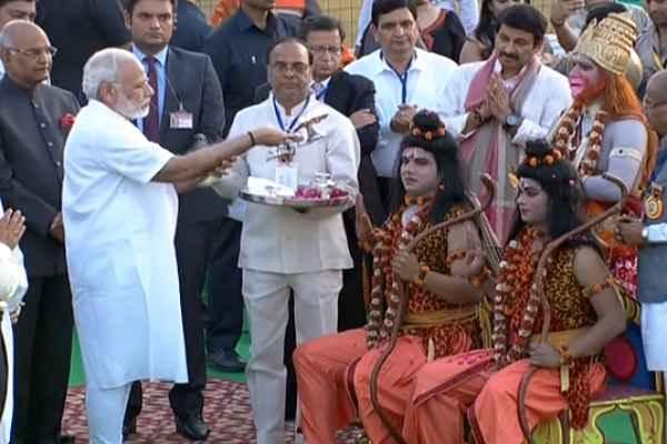 pm-narendra-modi-ram-ji-ki-aarti