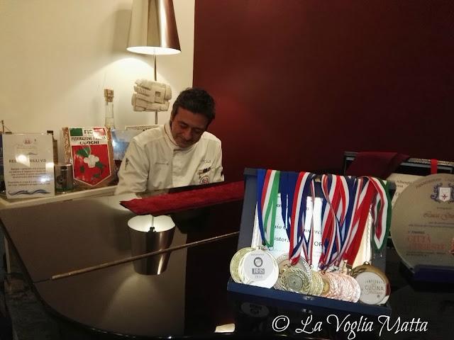 lo chef Luca Gioiello al pianoforte