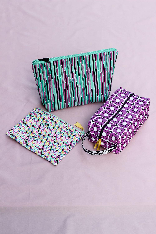 http://www.jenibakerpatterns.com/product/triplizip-zipper-pouch-pdf-pattern