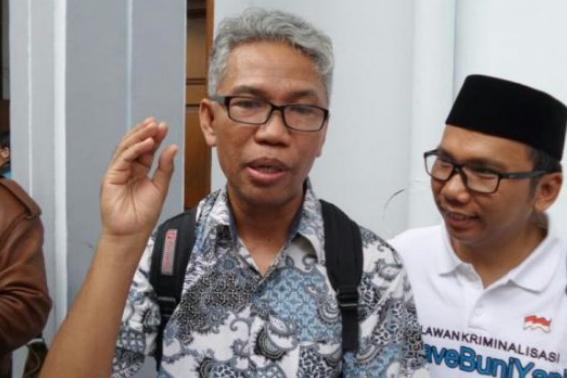 Tersangka kasus dugaan pencemaran nama baik dan penghasutan terkait SARA, Buni Yani, di Pengadilan Negeri Jakarta Selatan, Selasa (13/12/2016)