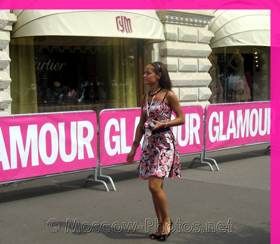 Girl in colored dress at Glamour Stiletto Run