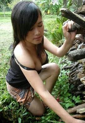 Nikmatnya Mbak Erni Wanita Desa Yang Montok