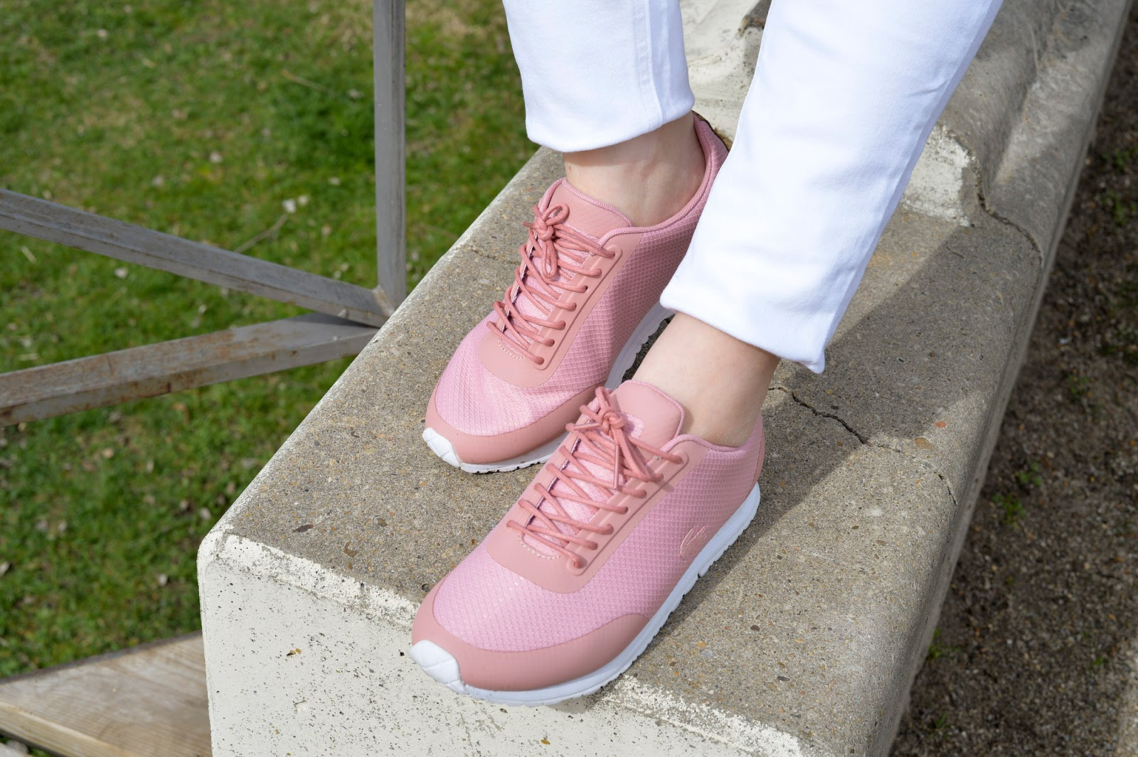 outfit comfortable travel shoes stylish walking cute chic sneakers pink lacoste spring summer women europe