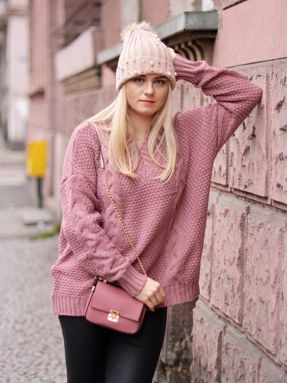 sweter różowy