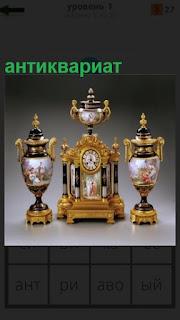 Антиквариат в виде кубков и часы с чайником